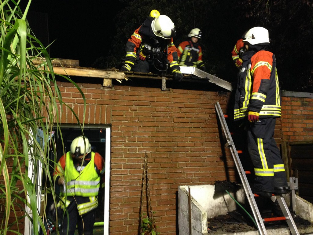21.09.2014, FEU, Schwelbrand in Garage